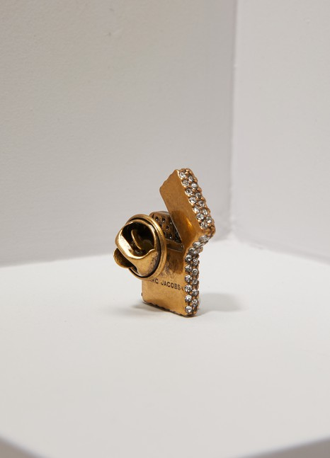 Marc JacobsBroche briquet en strass