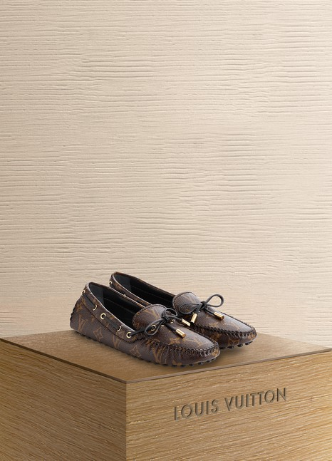 LOUIS VUITTON Mocassin Gloria