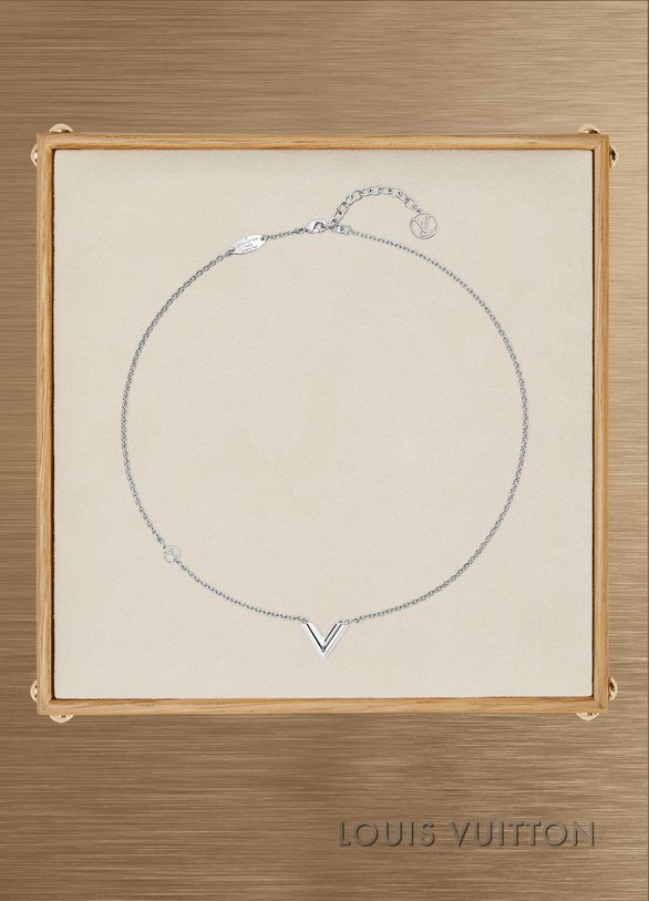 adb641ef5f90 Louis Vuitton Essential V Supple Necklace ...