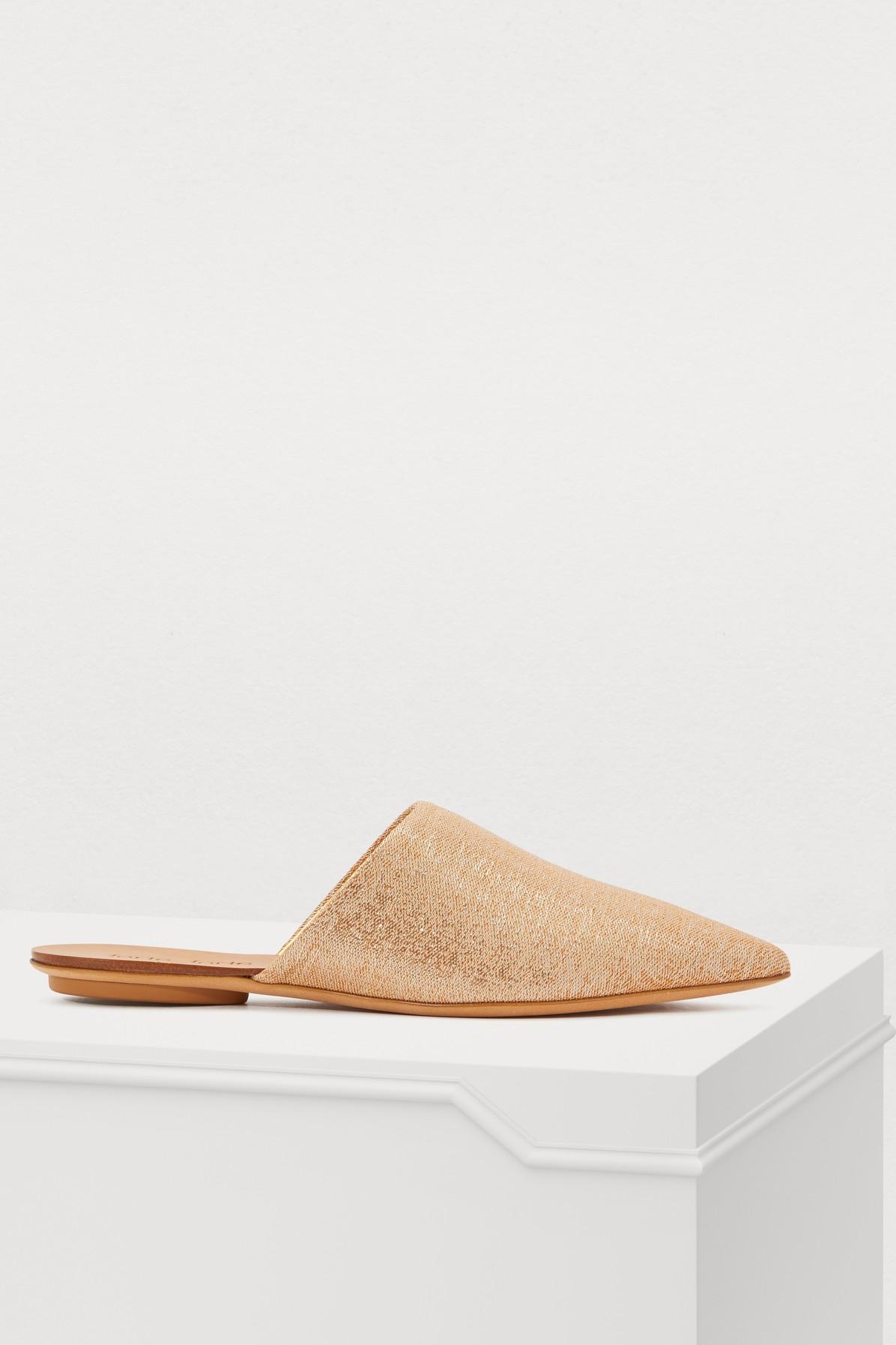 Sandales avec talons plats