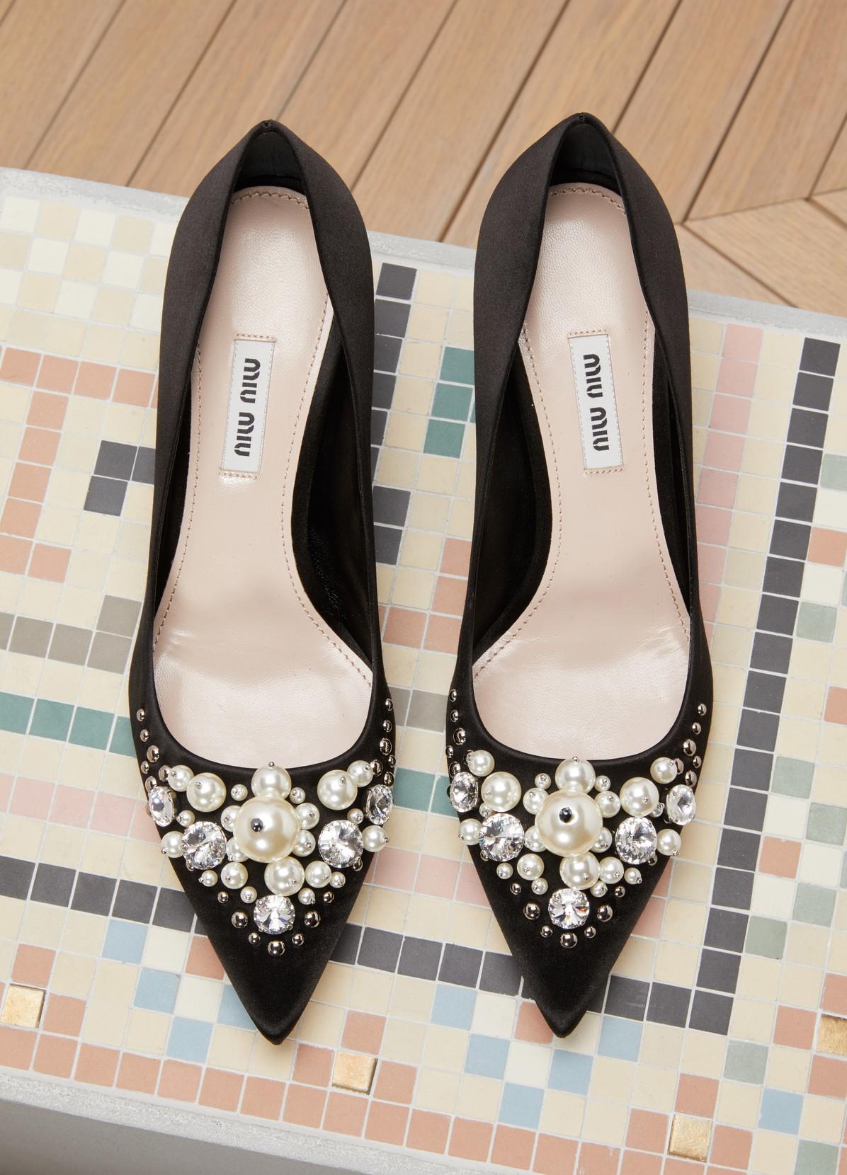 11ed0b28923c ... MIU MIU Mid heels pumps with pearls details ...