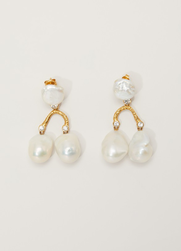 CelineBaroque earrings in cultured pearls, strass and brass with gold finish