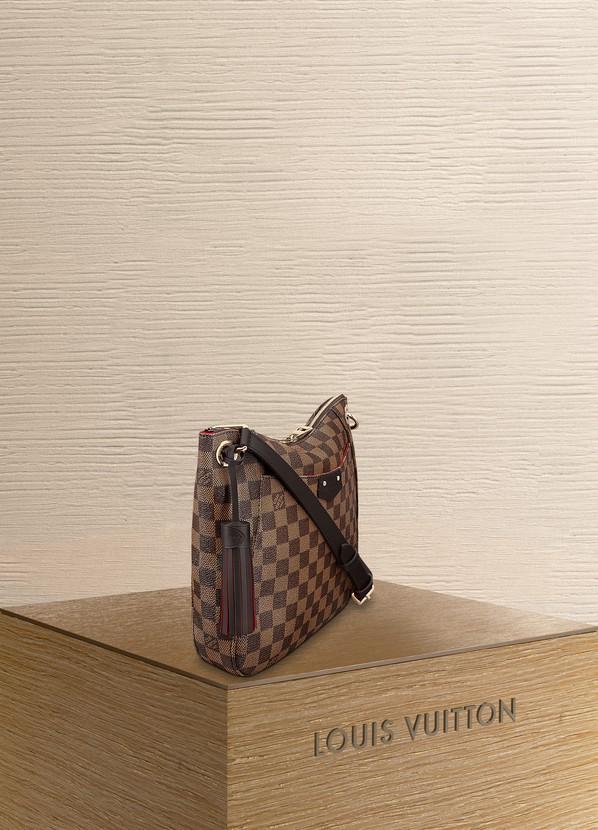 96c0cf0c637e4 ... Louis Vuitton South Bank Besace ...
