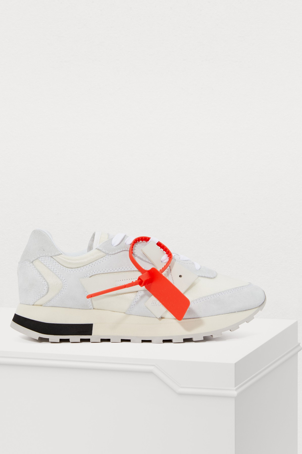 OFF-WHITE | Arrow Sneakers | Goxip