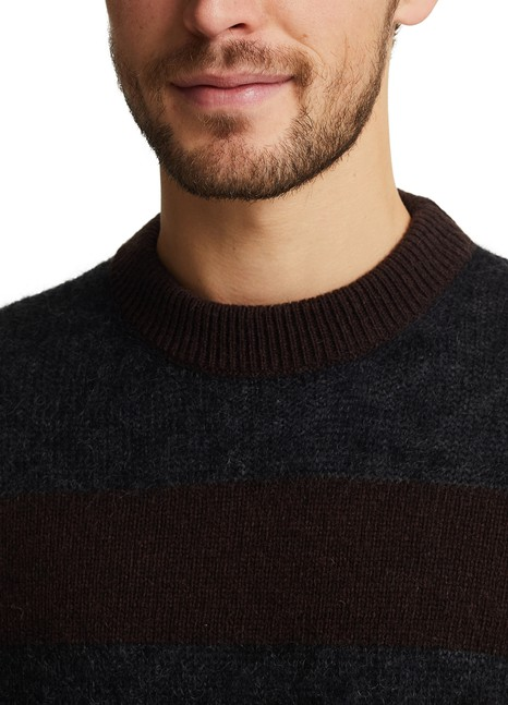 ROSEANNAHit jumper