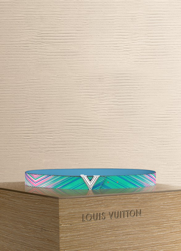 LOUIS VUITTON Essential V 35 mm Tropical