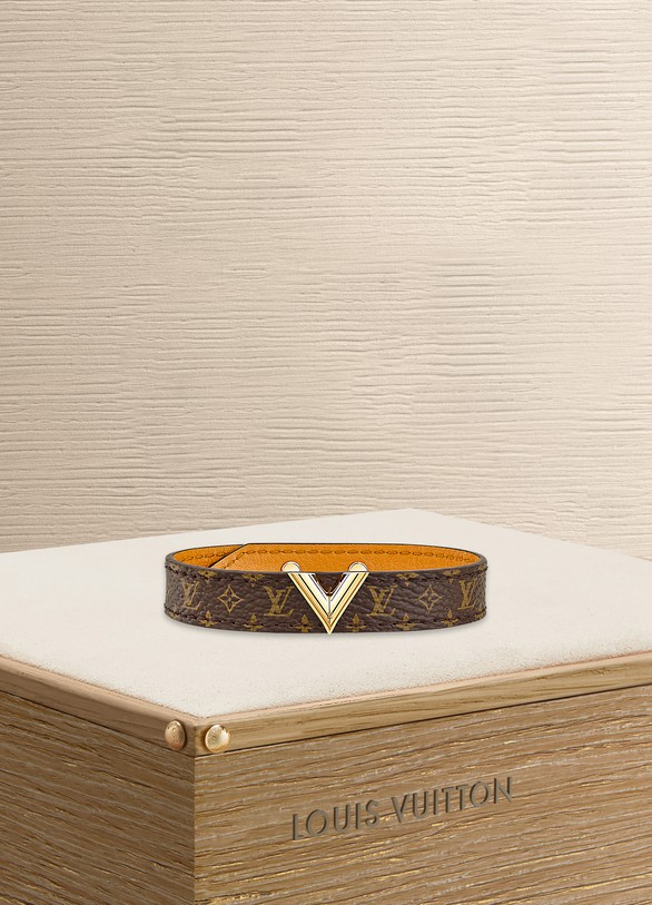 LOUIS VUITTON Bracelet Essential V