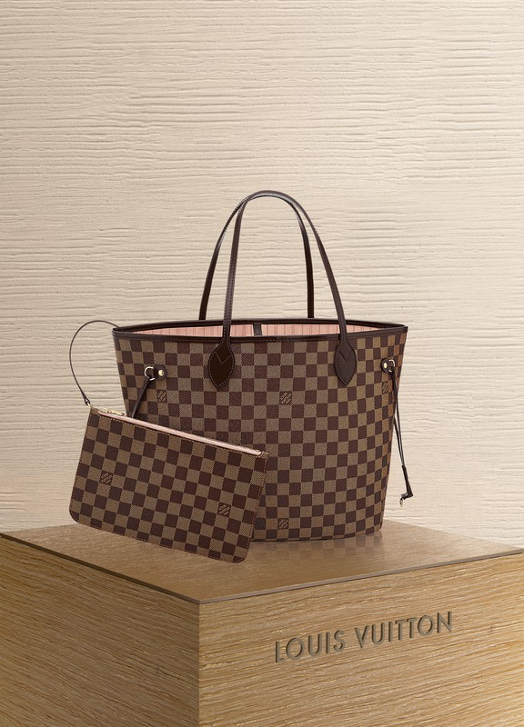 b8fcd64c365cf Louis Vuitton. Sac Double V NOIR. €2650 · product link product link hover